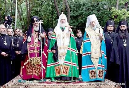 В канун Дня Крещения Руси предстоятели Русской, Грузинской и Украинской Православных Церквей отслужили молебен на Владимирской горке