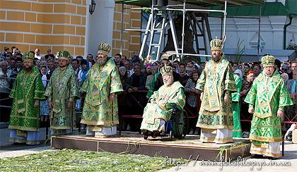В День Пятидесятницы Предстоятель УПЦ совершил Божественную литургию в Киево-Печерской Лавре